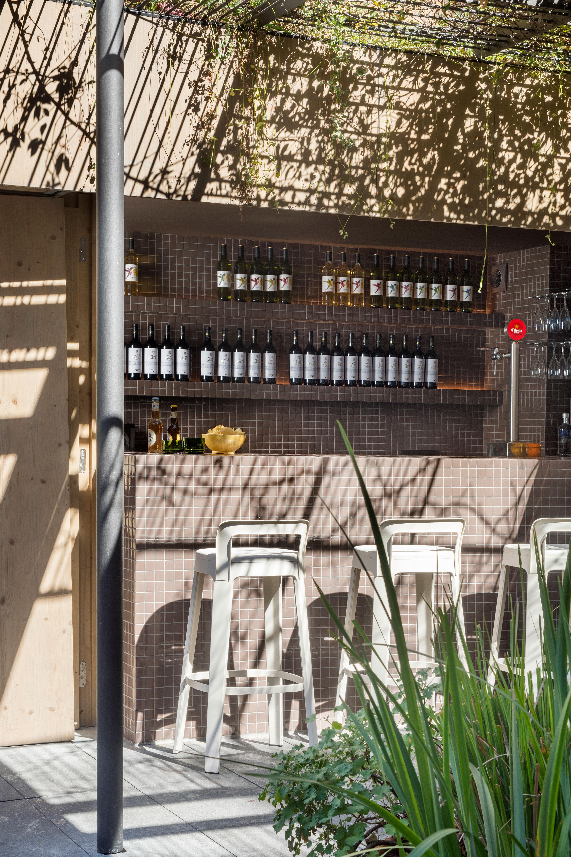 """Barhocker mit Lehne """"Der Hohe"""" - Design OMBRA Bar von RS Barcelona"""