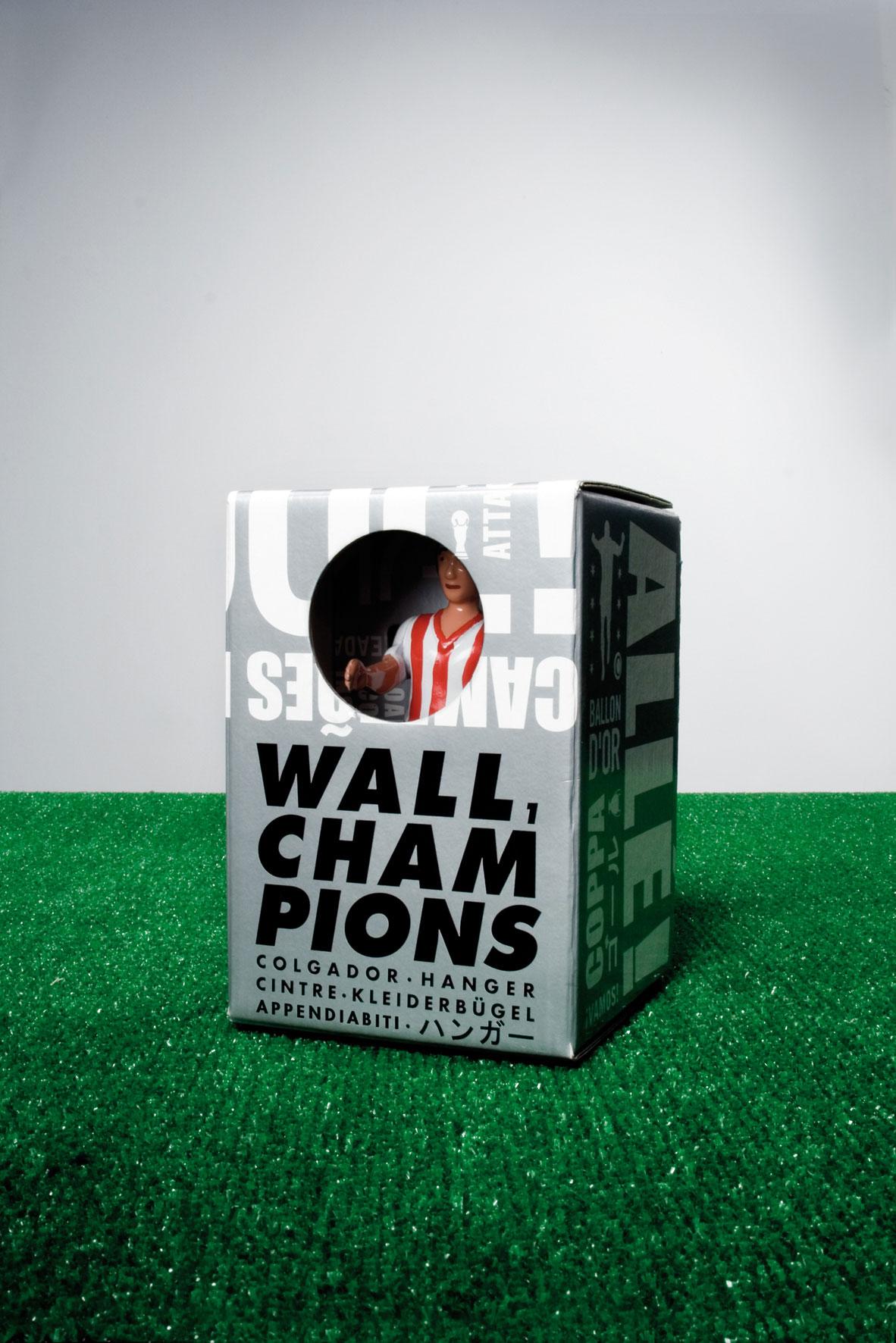 """Garderobenhaken """"Fussballer*in"""" - Design WALL CHAMPIONS von RS Barcelona"""