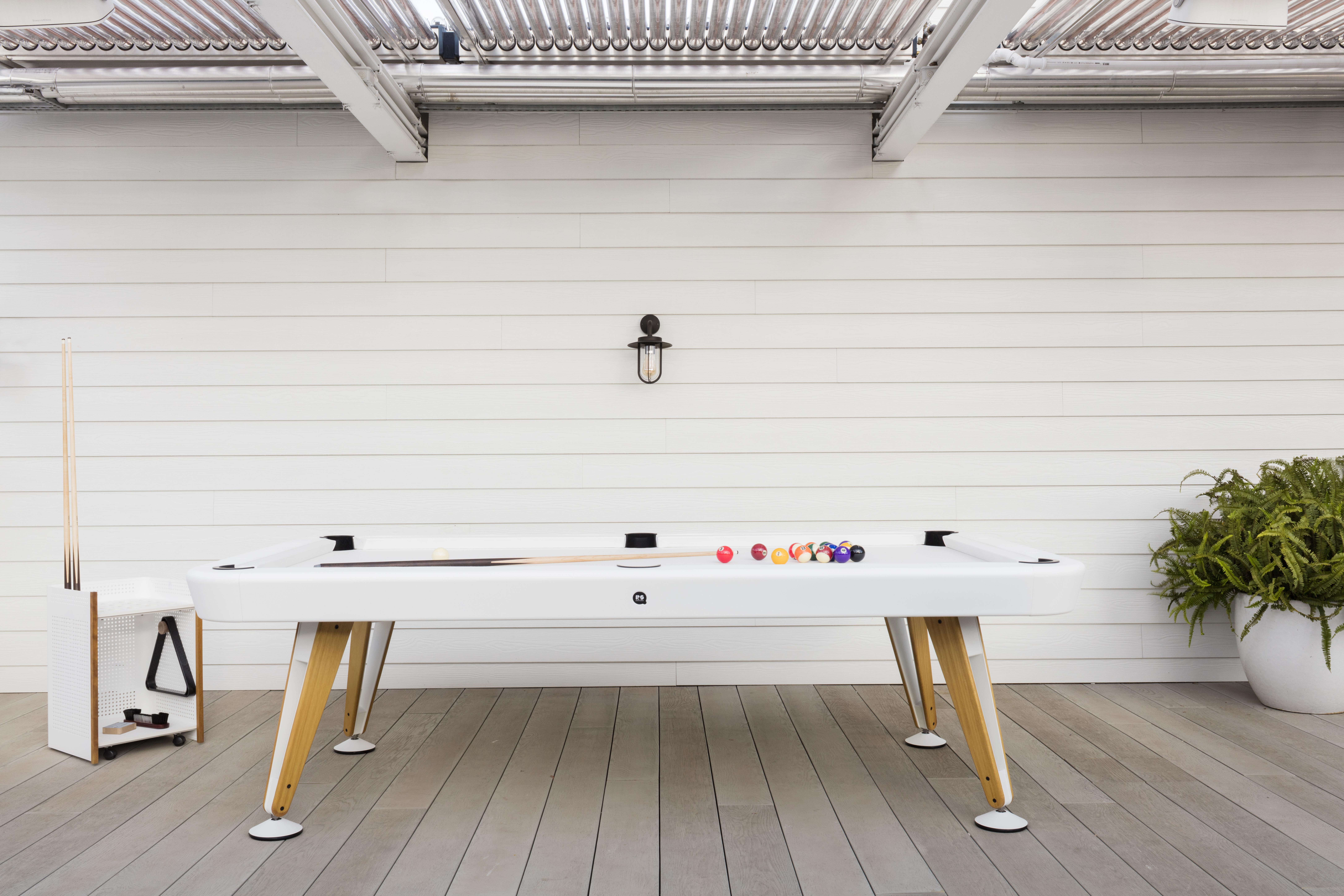 "Billard-Regal ""Queue, Kugeln & Co"" - Design Diagonal von RS Barcelona"